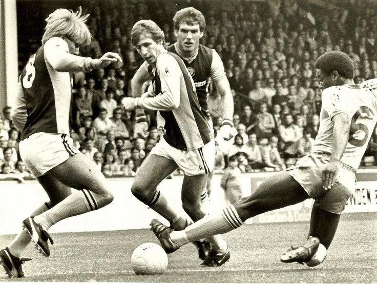 Gary Shaw, Gordon Sid'Cowans e Peter Withe