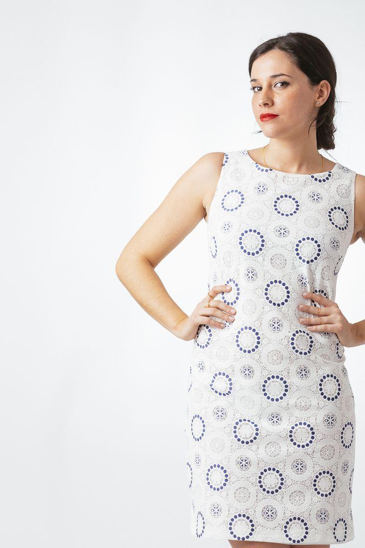 Vestido de piqué con círculos azules