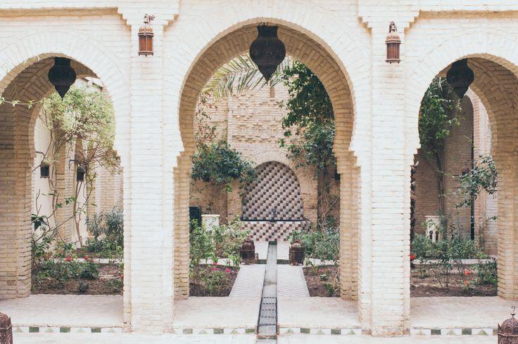Découvre les charmes envoûtants de cette maison d'hôtes au cœur de Tozeur en Tunisie. L'endroit parfait pour célébrer son mariage dans le Sud Tunisien