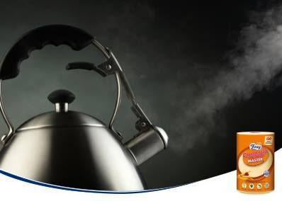 ¿Quieres eliminar el olor a aceite que deja tu freidora después de usarla? Pon agua a hervir añadiendo un chorro de vinagre y unas cáscaras de naranja. Ambientará tu cocina.