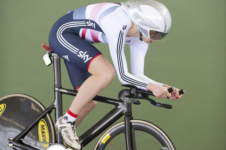 Joanna Rowsell wins the individual pursuit world title in Cali