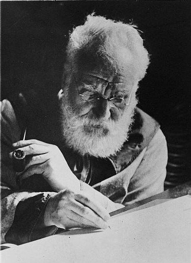 5 paragraph essay on alexander graham bell Printable biography early life alexander graham bell was born in edinburgh, scotland, on march 3, 1847 when he was only eleven years old, he invented a machine that could clean wheat.