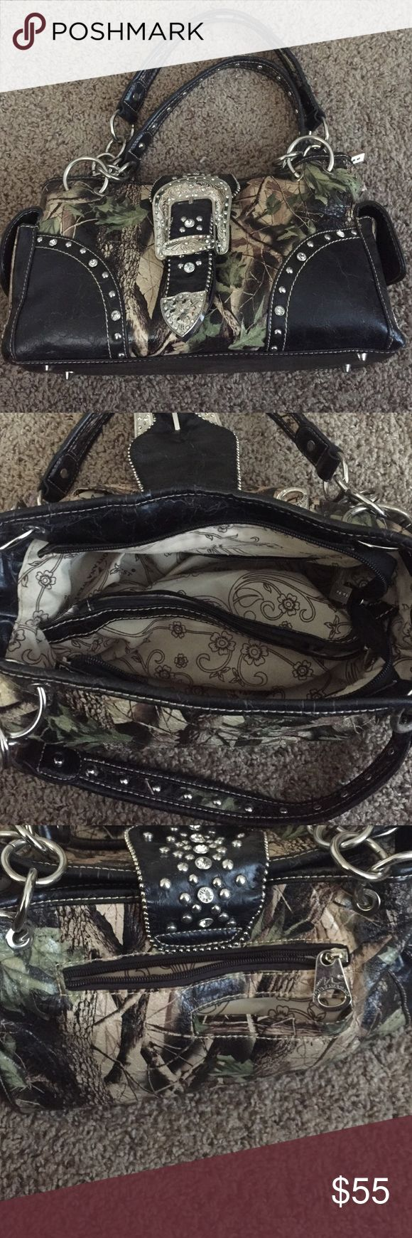 Camo purse!! In very good condition, no jewels missing, all zippers work, lots of space on the inside!! 🔹 make offer!!! 🔹 Montana West Bags Shoulder Bags