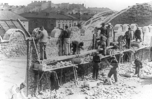 Kraków, Poland, Jews building the ghetto wall, May 1941