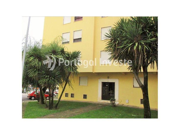 Vende T2, na Urb. São Carlos em Mem Martins - Portugal Investe
