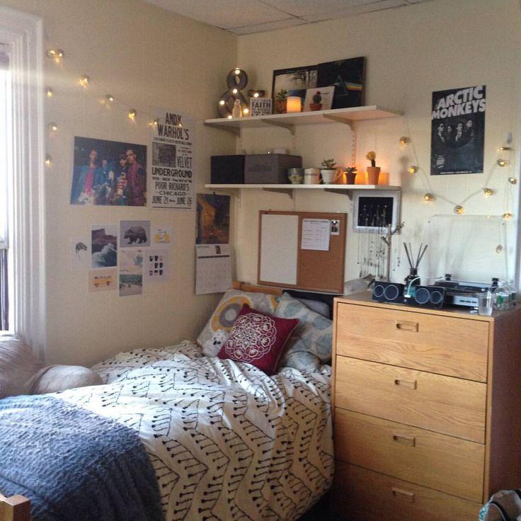 #bedroomspiration #roomspirations #tumblrroom #grungeroom #hipsterroom #grunge #hipster #comfy #cozy #home #warm #articmonkeys #pinkfloyd