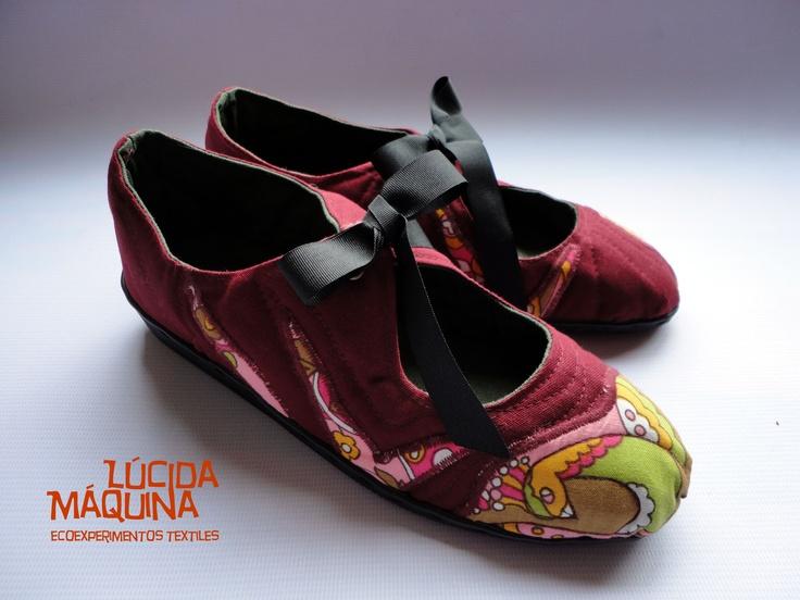 Zapatillas N 36/37 Versión paloma.  Capellada: lona de algodón y telas antiguas como aplicación.  Relleno: fieltro de lana de oveja ( descartes)  Interiores: lona de algodón  planta: goma  COSIDAS A MANO