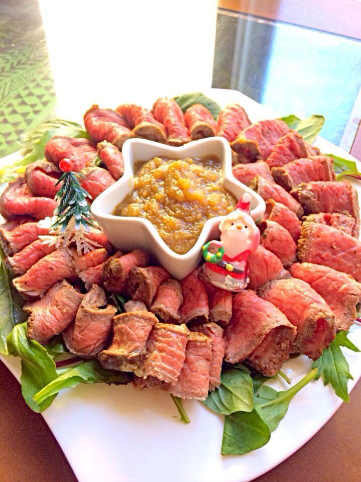 クリスマスパーティーに♡ 簡単フライパンでローストビーフ! 玉ねぎソースをが絶品でした。 - ローストビーフ by あい