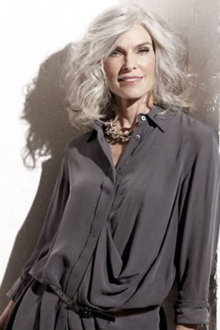 cheveux gris 40 coiffures qui ne font pas mamie gray hair medium hairstyle and eyebrow. Black Bedroom Furniture Sets. Home Design Ideas