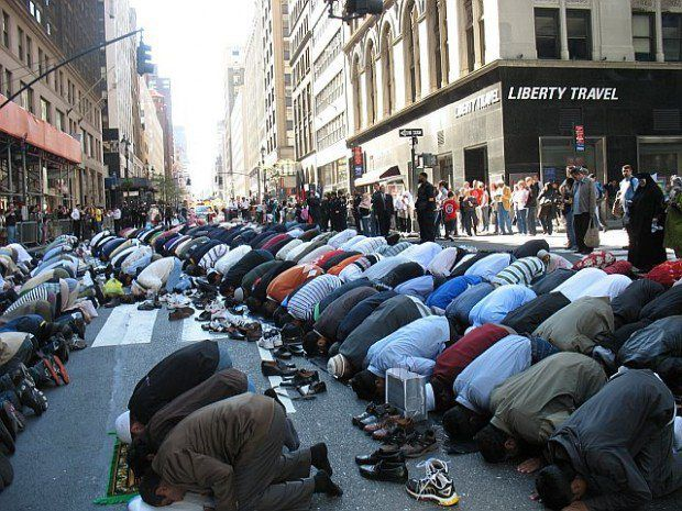 Muslims Take Over NY Streets — NYPD Shows Them We Don't Follow Sharia