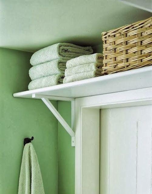 Fürdőszobák kis alapterületen: 10+1 megoldás  Polc az ajtó felett? A ritkán használt dolgok számára?