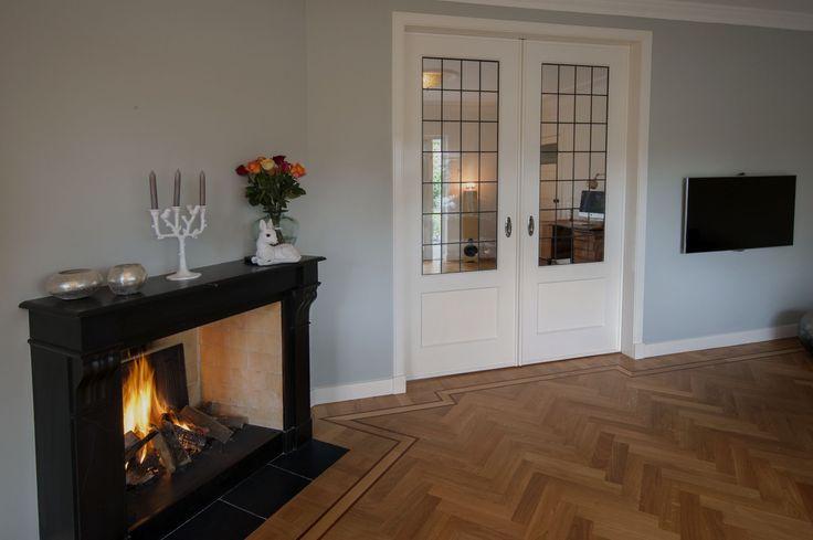 Nogmaals een foto van de Jaren'30 Kamer en Suite in Oss, maar aan deze zijde een openhaard geplaatst (door derden) en geen kasten. Ook een mooie oplossing.