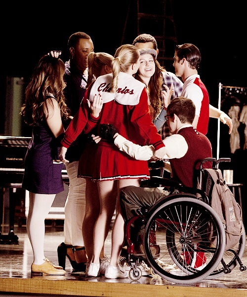 One of my favorite parts of glee, group hugs!.