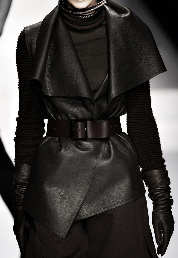 Black is cool BLACK CLOTHES veste en cuir sans manche.