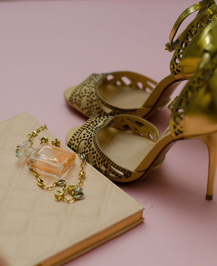 Shoes, jewelry and perfume #schutz #chanel #evelynrampolaphotography