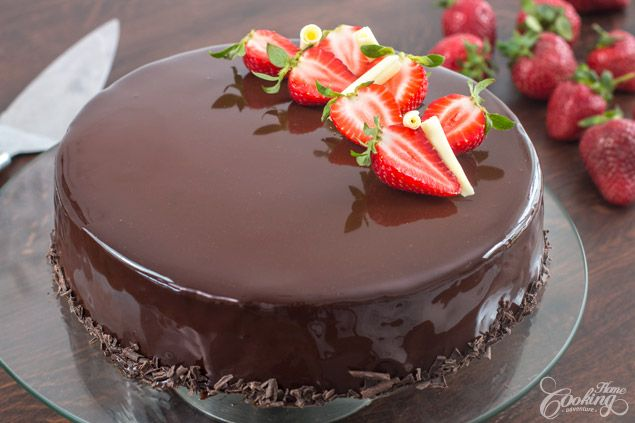 Srawberry and chocolate mirror cake, made with a soft dark chocolate cake at the bottom, followed by a white chocolate mousse, a strawberry jelly insert and a dark chocolate mirror glaze. This cake looks really impressive and tastes absolutely amazing.