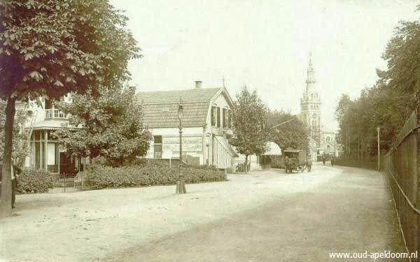 Apeldoorn - Orpheus → Hier was eerder de begraafplaats (rechts achter het hek), waar mijn overgrootvader Daniël de Regt begraven lag. Hij was bakker in Apeldoorn.