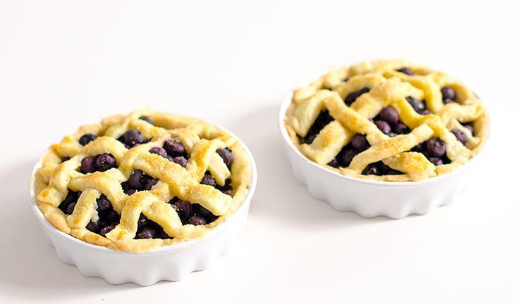 Przepis na przepyszną kruchą tartę z borówkami lub malinami czy truskawkami lub porzeczkami! Tarta z borówkami jest po prostu pyszna!