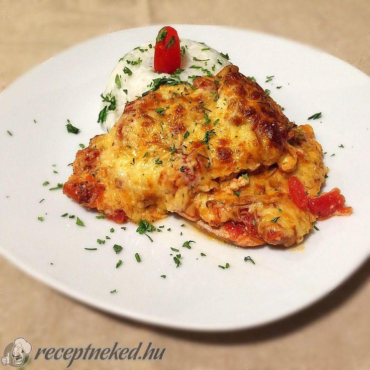 Kipróbált Paradicsomos-sajtos csirkecombok recept egyenesen a Receptneked.hu gyűjteményéből. Küldte: GastroHobbi GmLm