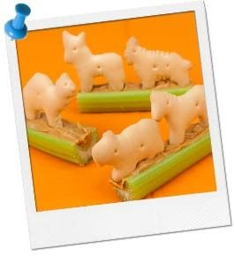Animals on a Log Healthy Snack for Kids – Jungle Party Food / / individual animal cracker bags as a part of the favor for jungle party