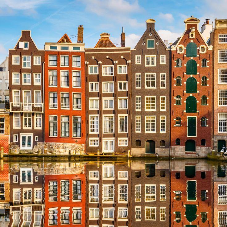Husene i Amsterdam ligner næsten honningkagehuse. De er dog ligeså ægte som de oplevelser du får med hjem fra storbyferie i Amsterdam. Storbyferie med Apollo: http://www.apollorejser.dk/rejser/storbyferie