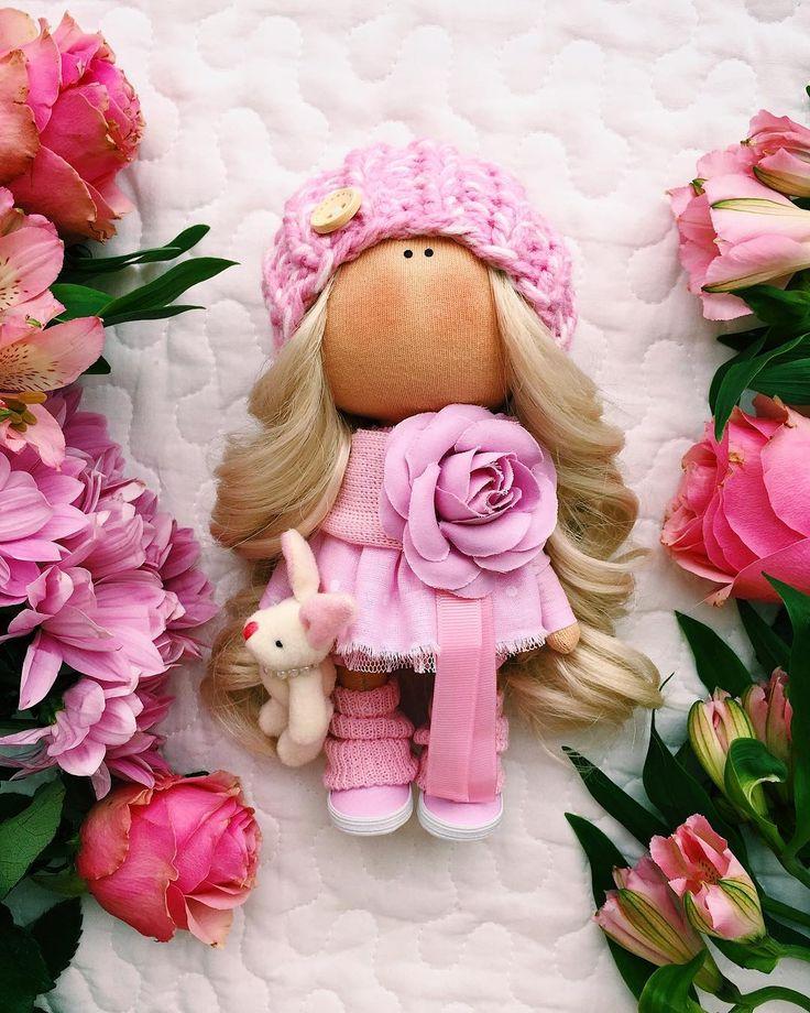 ПРОДАЕТСЯРостик -20 см _______SOLD______ #tatiananedavnia #tilda #wedding #pink #pillow #МК #decor #fabrik #handmad #knitting #love #cotton #baby #кукла #шитье #выставка #шеббишик #пупс #платье #подарок #праздник #работа #ручнаяработа #сделайсам #своимируками #ткань #тильда #интерьер #интерьернаяигрушка #интерьернаякукла