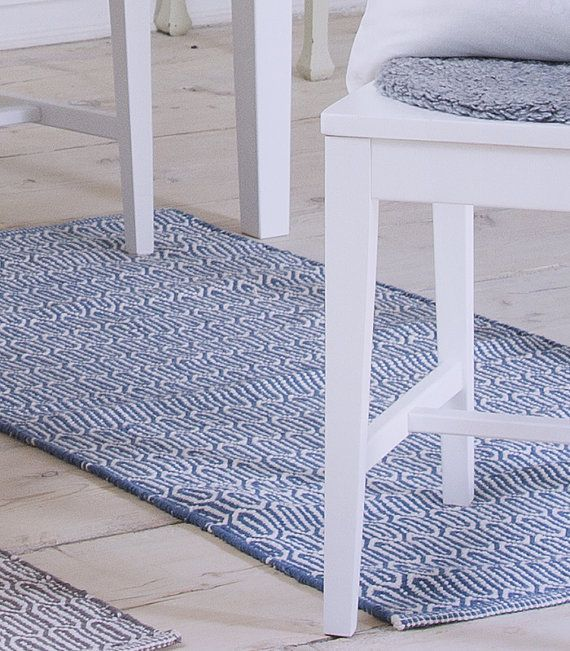 The Gustaf floor runner is great for a hallway, kitchen or children's room as it can easily be machine washed. With its discreet pattern, it will add