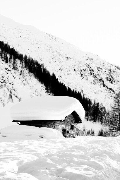 Snow, Val Ferret. Lorenzo Zeppa - xeniacreative.com