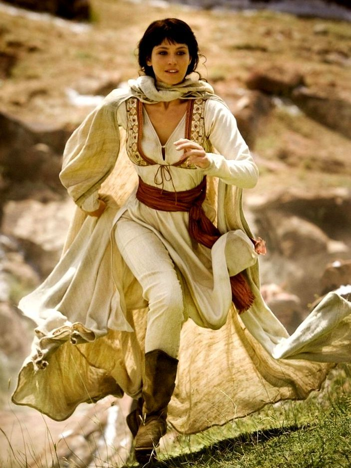 FANTASY & MEDIEVAL WONDERFUL FASHION FOR TRAVELING IN THE DESERT.Higher neckline though.                                                                                                                                                                                 More
