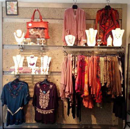 Best 25 small boutique ideas ideas on pinterest for Retail shop display ideas