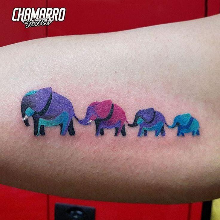 Mini elefantes diseñados a medida representando su familia  #chamarrotattoo…