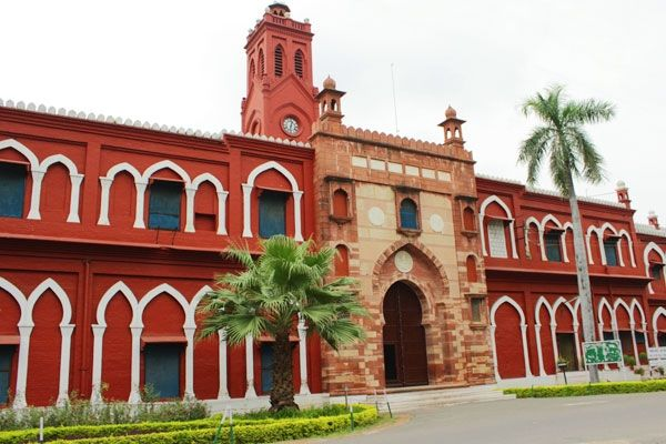 Centre Seeks Explanation from AMU http://www.wishesh.com/top-stories/40719-centre-seeks-explanation-from-amu.html  The Union government has sought a clarification from the Aligarh Muslim University [AMU] vice chancellor Lieutenant General (retired) Zameer Uddin Shah regarding his controversial comments on girl students visiting the library.