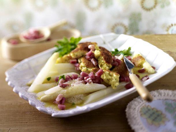 Spargel mit Kartoffelschmarrn und Katenschinken