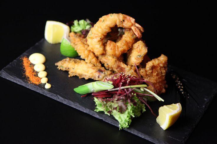 Príďte ochutnať krevety v chrumkavej tempure so sviežim šalátom. #edokin #edokinsushi #sushi #krevety #shrimps