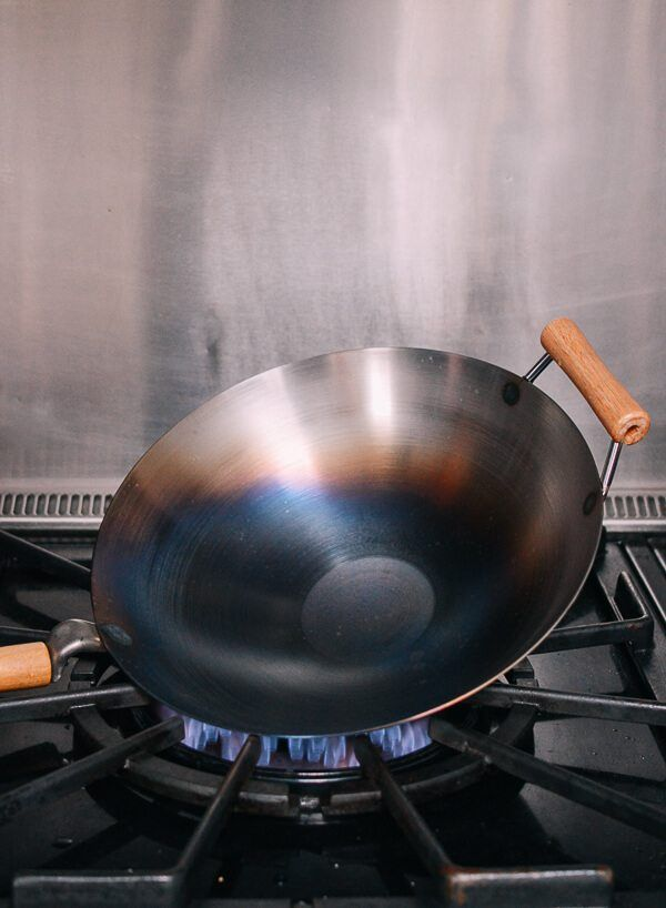 How To Season A Wok And Daily Wok Care Recipe Wok Carbon Steel Wok Cleaning