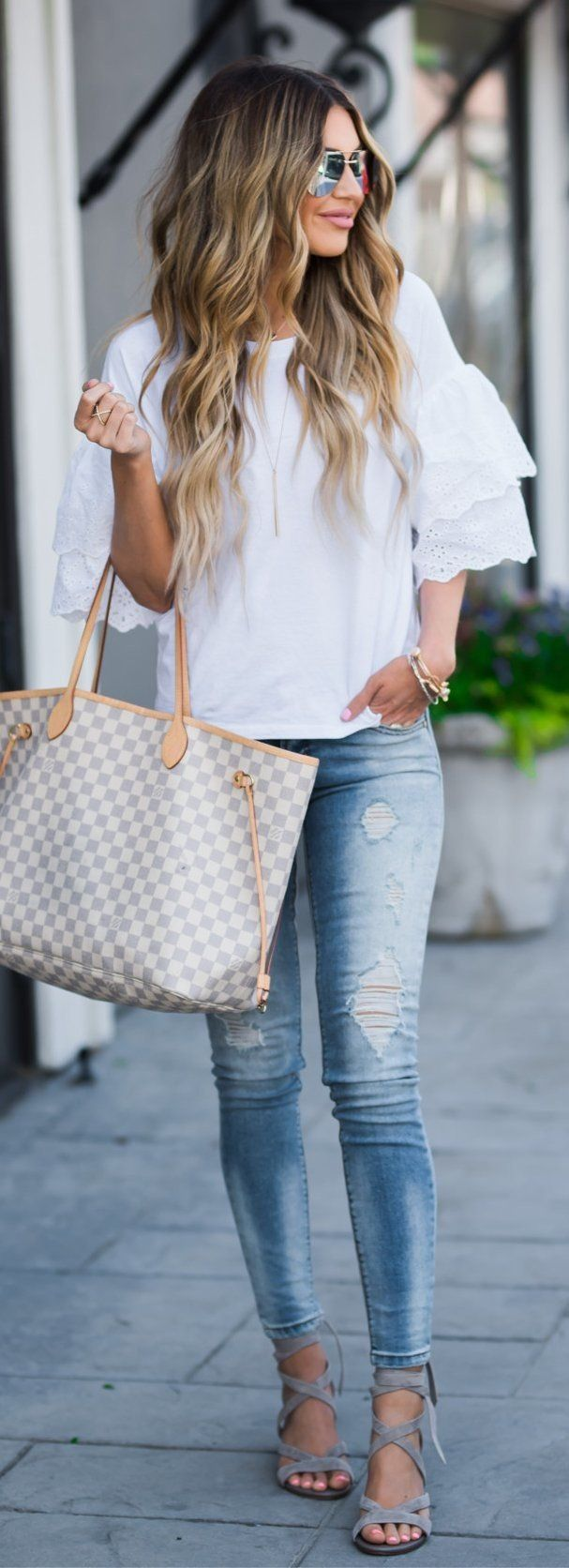 summer outfits White Ruffle Tee + Ripped Skinny Jeans + Grey Sandals + Gingham Tote Bag
