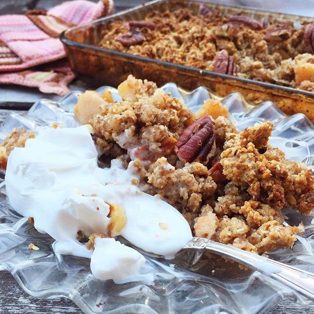 Nytt recept på #glutenfri #äppelpaj med #pecannötter uppe på bloggen! En saftig och extra lyxig #smulpaj som mättar och bidrar med både näring och njutning! #glutenfritt #mjölkfritt #bakaglutenfritt #naturligtglutenfritt #eatclean #renmat #foodthatlovesyou #nillaskitchen #vegan