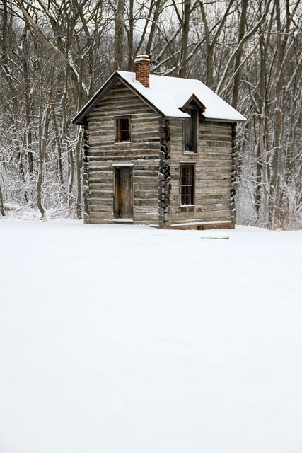 Oh, Pioneer! Tennessee Log Cabin in winter.