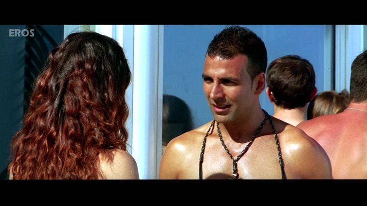 nice Kareena gives Akshay her room keys | Kambakkht Ishq