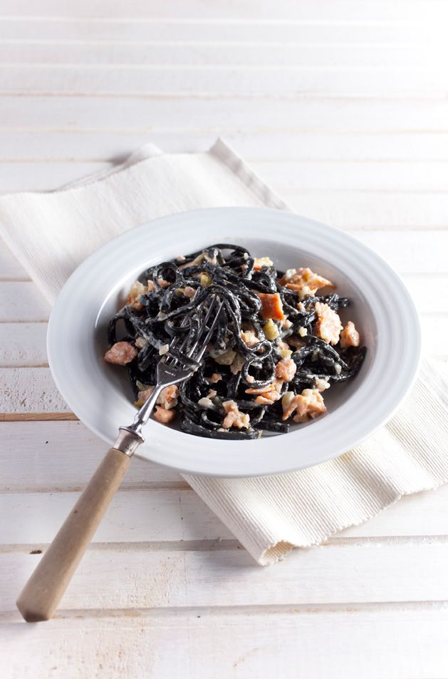 Czarny makaron z łososiem/ Black noodles with salmon