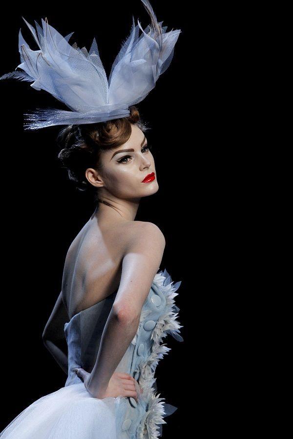 Fabuloso tocado para novia de azul cielo muy pálido - Christian Dior Spring Summer 2011 Haute Couture