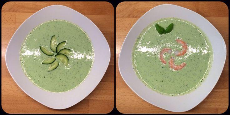 Kalte Gurkensuppe 3 Portionen 1 große Schlangengurke 500 g Joghurt, 1,5 % Fett (gerne auch anderen Joghurt, z.B. griechischen 10 % Fett) 1 EL gemischte Kräuter nach W…