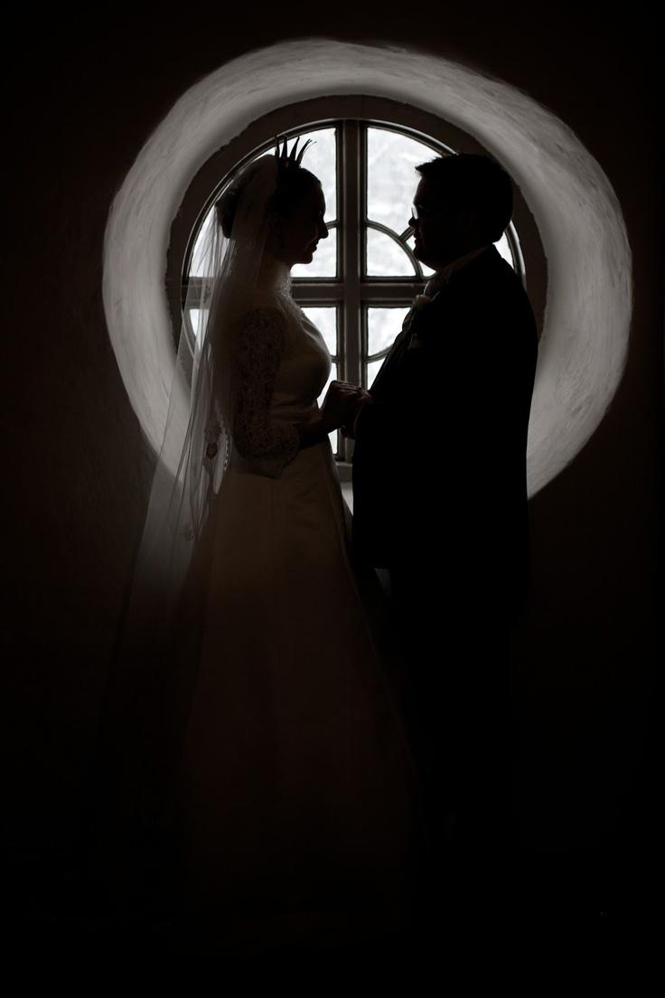 Wedding couple silhouette against round window.  Brudpar siluett mot runt förnster.  Köla, Värmland