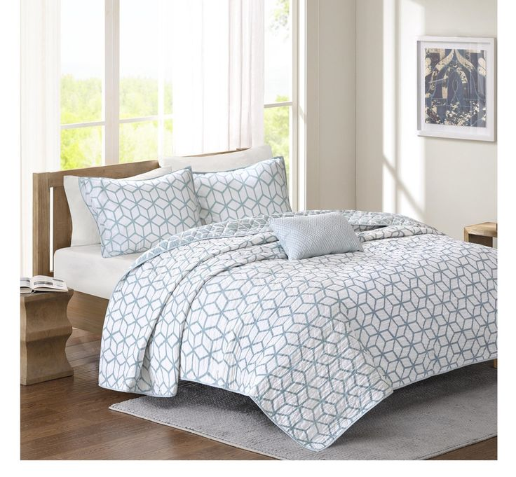 Geo Light Blue Quilt Set