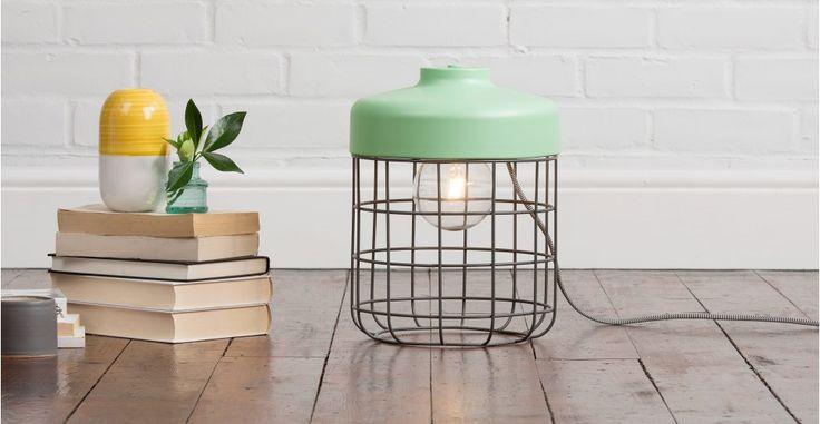 Arthur, une lampe de sol, vert menthe   made.com