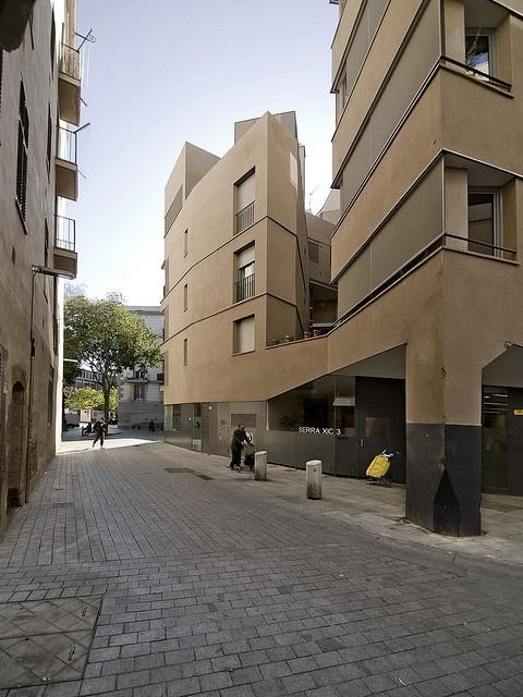 Edifici d'habitatges, Plaça de Sant Agustí Vell. Barcelona 1998-2005. Josep Llinàs