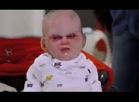 Gemene maar uitstekende prank met duivelsbaby | Flabber.nl