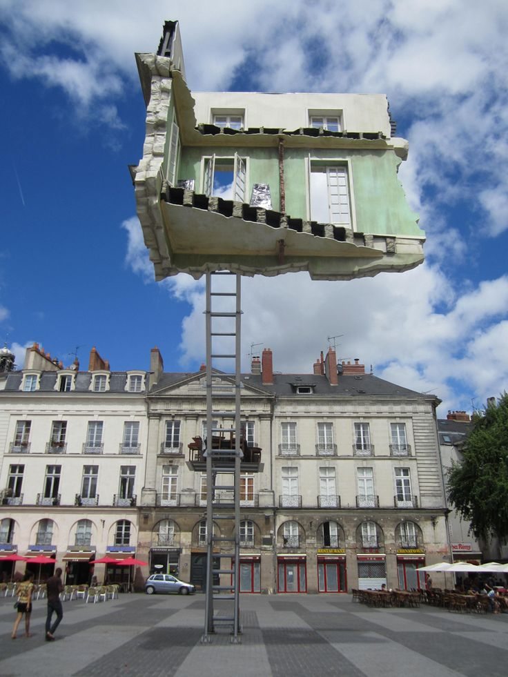 Voyage à Nantes - Monte-Meubles, L'ultime déménagement de Léandro Erlich  Nantes (Loire-Atlantique, Pays-de-la-Loire, FRANCE)
