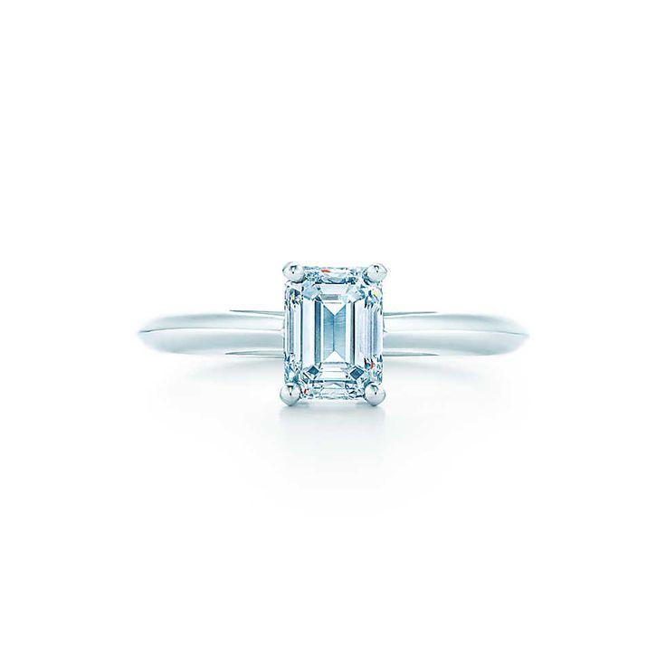 Бриллиант в изумрудной огранке Кольца для помолвки | Tiffany & Co.