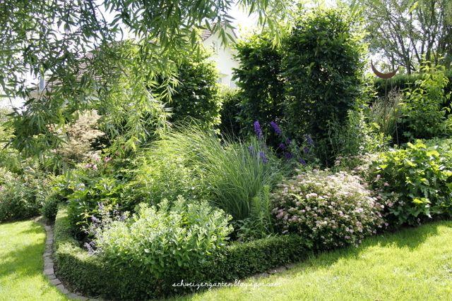 Gartenarbeit, Mulchen, Heckenschnitt, Flächenkompostierung, Rasenmäher, Heckenschere,